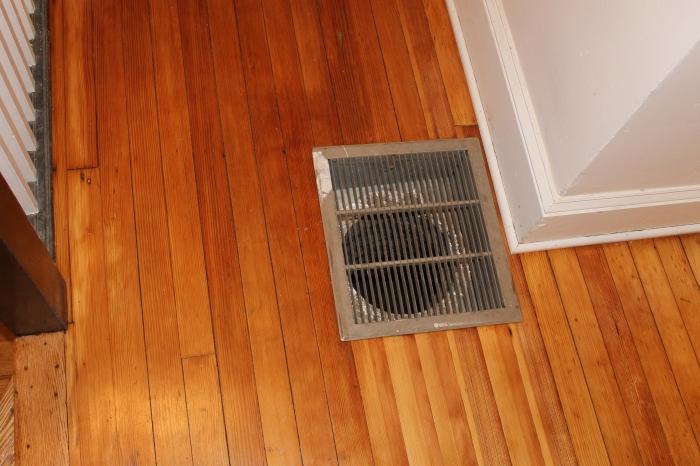 New hallway vent