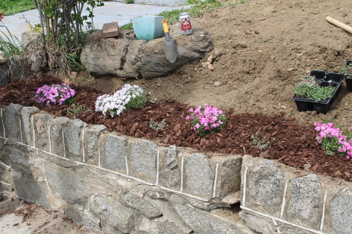The retaining wall garden